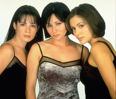 Holly Marie Combs: Born: 3 December 1973 Who played phoebe in charmed before Alyssa Milano? Description from qedenizowy.sourceforge.net. I searched for this on bing.com/images