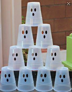 Creating a Kid friendly Halloween Ghost Party can be easy and inexpensive. I love Halloween and parties, especially theme parties. I also like things really simple, easy, inexpensive and fun. I decided on a Halloween Diy Deco Halloween, Comida De Halloween Ideas, Halloween Class Party, Halloween Games For Kids, Creepy Halloween, Family Halloween, Preschool Halloween Party, Halloween Costumes, Halloween Recipe