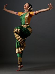 shantala shivalingappa - Поиск в Google Folk Dance, Dance Art, Ballet Dance, Save The Last Dance, Just Dance, Isadora Duncan, Elefante Hindu, Dance Movement, Body Movement