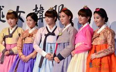 Rainbow Jisook, Hyunyoung, Yoonhye, Woori, Seunga, Noeul in Korean Traditional Clothing 'Hanbok'
