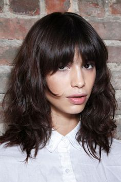 Christmas Hairstyles for Wavy Hair 2019 15 Of the Best Christmas Hairstyles You Can Wear This Season Bob Hairstyles With Bangs, Hairstyles For School, Trendy Hairstyles, Natural Wavy Hair, Long Wavy Hair, Wavy Lob, Pixie Ondulado, Hair To One Side, Hair Up Or Down