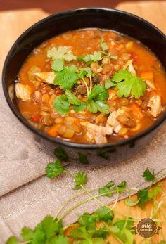 Zupa jest naprawdę bardzo gęsta i rozgrzewająca! Soczewica jest ostatnio jednym z moich ulubionych dodatków do zup, chociaż w tym przy...