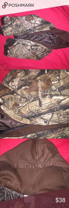 Redhead Camo jacket Says redhead youth, but fits adult medium too. Zipper and Buttons and hood. four pockets. Perfect for cold seasons and hunting!!! Lightly worn. Comfy and cozy Redhead Jackets & Coats