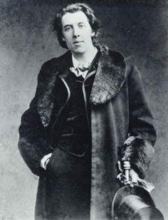 Si quiere decirle a la gente la verdad, hágalos reír; de otro modo le matarán. Oscar Wilde