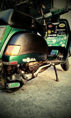 My cosa Vespa, Bicycle Helmet, Cars, Wasp, Hornet, Cycling Helmet, Vehicles, Autos, Vespas