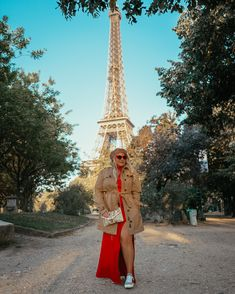 I recently had 7 hours in Paris to explore and eat lots of crepes of course. I decided to shoot a couple of looks while I was in this beautiful city and this Beret Outfit, Red Dress Outfit, Trench Coat Outfit, Hawaii Outfits, Autumn Winter Fashion, Winter Style, Red Sunglasses, Plus Size Dresses, Spring Outfits