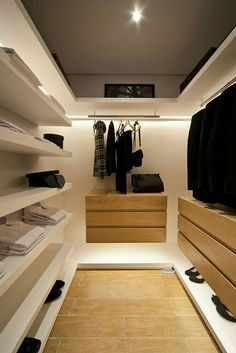 45 Walk in Closet Ideas and Organizer Design For Your Room. Incredible Small Walk in Closet Ideas Walk In Closet Design, Bedroom Closet Design, Closet Designs, Home Bedroom, Bedroom Wardrobe, Wardrobe Closet, Dressing Room Closet, Dressing Rooms, Walking Closet