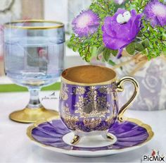 KΑΛΗΜΕΡΑ Coffee And Books, Coffee Love, Coffee Break, Coffee Cups, Tea Cups, Coffee Presentation, Coffee Business, Coffee Images, Food Gallery