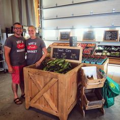 Happy #LocalFoodWeek! 🍑🍅🍓 We have so many wonderful farmers and markets in Oxford. Bre's Fresh Market in Tillsonburg (opening June 16th!) does an amazing job of telling their local food story including a large chalk board indicating exactly what farm each of the products come from! Additionally, they grow their own beans and corn! #thankafarmer 👩🌾 Fresh Market, Chalk Board, Farmers, Tourism, Beans, Oxford, June, Amazing, Happy
