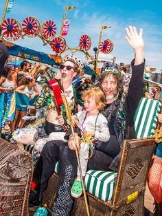 We rode along with Neil Gaiman and Amanda Palmer, the king and queen of the Coney Island Mermaid Parade. Dresden Dolls, Amanda Palmer, Mermaid Parade, Out To Sea, Neil Gaiman, Coney Island, Pop Culture, Fangirl, Nerd