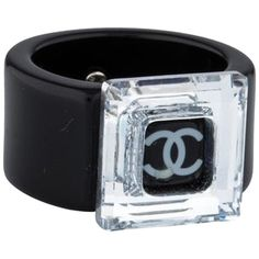 Pre-owned Chanel Lucite Ring (€330) ❤ liked on Polyvore featuring jewelry, rings, accessories, black, lucite ring, pre owned jewelry, chanel, chanel jewelry and acrylic jewelry