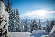 In diesem traumhaften #Landhaus residieren Sie mitten in der Natur, in Reith bei #Kitzbühel am Astberg. Absolute Ruhe, Unverbaubarkeit und traumhafte Ausblicke in die umliegende Bergwelt sind hier selbstverständlich. Villa, Alps, Snow, Outdoor, Penthouse Apartment, Real Estate Agents, Farm Cottage, Farmhouse, Nature