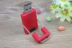 Memoria USB en PVC con tapa de accionamiento giratorio, disponible en todos los colores básicos Usb Flash Drive, Chips, Budget, Colors, Potato Chip, Potato Chips, Usb Drive