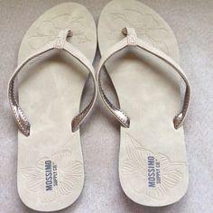 514a2dfc6d8f BNWT Tan Colored Women s Flip Flops Size 8!