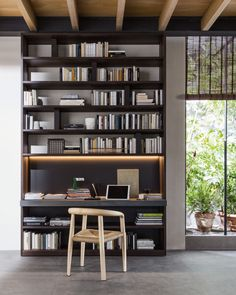 Marvel at the Molteni 505 Design in your Luxury Home Interiors today. Molteni Bookshelves are customizable and unique Made in Italy storage solutions.