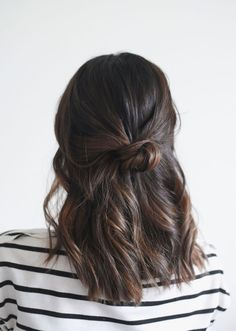 The most beautiful hairstyles for medium-length hair - Hair Inspo - Cheveux No Heat Hairstyles, Pretty Hairstyles, Office Hairstyles, Woman Hairstyles, Holiday Hairstyles, Easy Medium Hairstyles, Hairstyles For Medium Length Hair Easy, Latest Hairstyles, 5 Minute Hairstyles