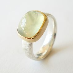 Prehnite ring in 18k gold and silver. Www.hoogenboombogers.com