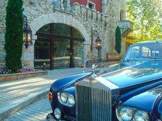 Detalle de la fachada del Palacio de la Misión y Rolls Royce Rolls Royce, Antique Cars, Classy, Elegant, Antiques, Hotels, Restaurants, Palaces, Places