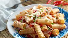Cestoviny so šunkou a paradajkovou omáčkou Lidl, Penne, Celery, Pasta Salad, Vegetables, Ethnic Recipes, Food, Grill Party, Crab Pasta Salad
