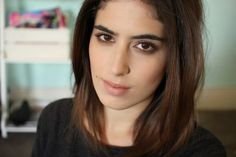 For me, it's all about the lower lash smudge. I spend quite a bit of time blending darker shades into the crease of my eye and making it look perfect but the look is never complete without th… Lily Pebbles, Lily Lashes, Smudged Eyeliner, Famous Youtubers, Brunette Makeup, Lower Lashes, Everyday Makeup, Hair Makeup, Makeup Pics