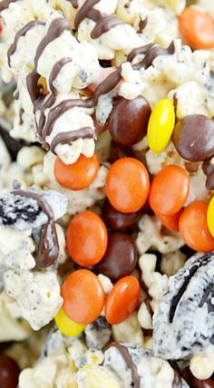 Ultimate Peanut Butter Popcorn - Something Swanky Peanut Butter Popcorn, Flavored Popcorn, Popcorn Recipes, Healthy Dessert Recipes, Snack Recipes, Snacks, Yummy Recipes, Desserts, Tailgating Recipes