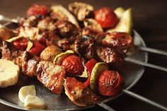 Tasty barbecue pork with vegetables #foodblogger #foodbeast #foodstagram #foodandwine #foodstylist #rustic #rusticfood #rusticdecor #rusticmeat #vintage #vintagestyle #vintagefood #cateringwedding #cateringevent #cateringservices #eventplanner #eventorganizer #partyideas #wedding #weddingplanner #corporatedinner  . How was your rustic day? Share it #BeLikeTomBeRustic