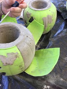Transform a Candy Bucket Into a Concrete Pumpkin Planter: 4 Steps (with Pictures) Holidays Halloween, Halloween Crafts, Halloween Party, Costume Halloween, Halloween Makeup, Halloween Projects, Diy Halloween Decorations, Halloween Ideas, Halloween Displays