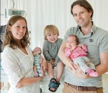 Fabio Braat (bijna 3) komt elke morgen op zijn loopfietsje de medewerkers van Ronald McDonald Huis Sophia Rotterdam een high five geven. Het lukt hem goed om tijdens zijn verblijf in het Huis overal vrolijk tussendoor te fietsen. Hij straalt zijn gezinssituatie uit: samen staan ze sterk. >> Lees het hele verhaal op: http://www.kinderfonds.nl/huis-sophia-rotterdam/het-huis/ouders-vertellen/samen-sterk#sthash.Y7cgmpEW.dpuf