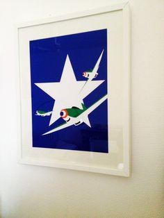 Zoom de l'affiche en papier découpé. La thématique abordée de l'application pendant la seconde guerre mondiale m'a permis de réaliser une série complète 7 affiches.