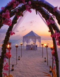 Sunset Beach Hochzeit im Anantara Dhigu Resort - My dream Wedding - Urlaub Sunset Beach Weddings, Beach Wedding Photos, Wedding Beach, Romantic Beach Weddings, Sunset Wedding Theme, Spring Weddings, Dresses For Beach Wedding, Wedding Images, Purple Wedding