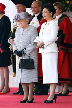 Britain's Queen Elizabeth and China's first lady Peng Liyuan in London in October 2015. Photo: AFP