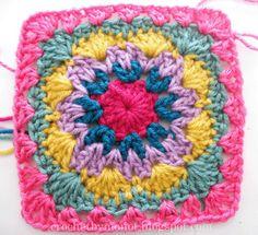 CrochetByMonet: Free Granny Square Pattern