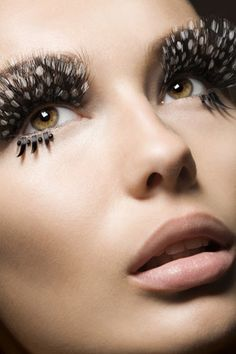 "Runway Ready Eyelashes: The ""Paper False Lashes"" and ""Feather Lashes"" Trend and Tips on Application Makeup Art, Hair Makeup, Makeup Ideas, Mod Makeup, Makeup Geek, Makeup Inspiration, Feather Eyelashes, Fake Eyelashes, Dark Circles Under Eyes"