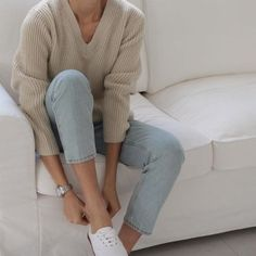 Outfit Style – Casual street style outfits for young guys Our Most Favourite Look – Light Blue Jeans + White Crew Neck Look Fashion, Korean Fashion, Fashion Outfits, Womens Fashion, Normcore Fashion, Grunge Fashion, Fashion Fashion, Fashion Beauty, Fashion Trends