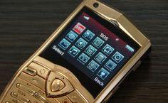 लैंबोरगिनी भारत में 7000 डॉलर यानि लगभग 4.3 लाख रुपये वाला मोबाइल फोन लांच करेगी। लैंबोरगिनी के फोन की मार्केटिंग और सेलिंग से जुड़ी कंपनी ने भारत के उपभोक्ताओं को रिझाने के लिए इस फोन के साथ एक आईफोन गिफ्ट करने की सोची है। कंपनी यह आईफोन ग्राहकों के घर 'सरप्राइज गिफ्ट' के तौर पर भेजेगी। - See more at: http://lnn.co.in/index.php/lnn-business/