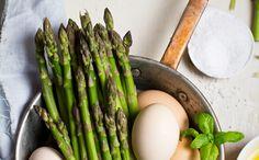 Amanti della #cucina, preparate i #fornelli! In quali nuove #ricette vi cimenterete questo #weekend? Fatevi ispirare dalla nostra immagine: #asparagi, #uova, #basilico e un filo d' #olio. Mastro Mimì, ovviamente!