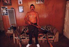 El Los Ángeles de los 90fue un fenómeno: a nivel político, social y en cuanto a estereotipos raciales, se trata de una de lasetapas más mitificadas junto al Bronx de mitad de los 70. Las guerras de bandas, la epidemia de la droga y la violencia se integraronen comunidades que eran demonizadas y a su vez admiradas por los que...