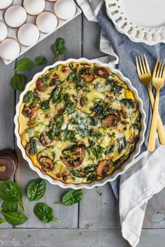 This Crustless Spinach Quiche is the perfect light breakfast! It is only 140 calories per slice. With only 20 minutes of hands on time you just can't beat this spinach quiche recipe. Spinach Quiche Recipes, Quiche Dish, Vegetable Quiche, Spinach And Cheese, Healthy Recipes, Egg Recipes, Brunch Recipes, Breakfast Recipes, Cooking Recipes