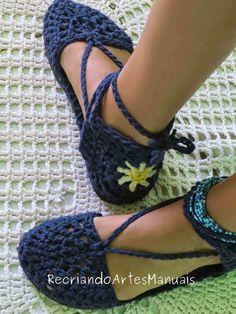 ... Recriando Artes Manuais ...: Sapato de crochê modelo boneca com flor!