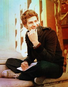 andrew garfield. this is an adorable picture.