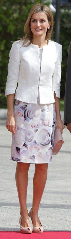 Doña Letizia optó el año pasado por el vestido de estampado floral de Hugo Boss combinado una chaqueta de Felipe Varela. Premio Carandell 2014.