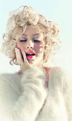 20 Christina Aguilera Hairstyles