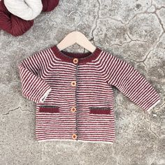 Lommeliten-jakke - oppskrift finnes Nøstestrikk nr. 4.   Nøstebarn