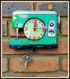 Cabbage Quilts:  Sewing Machine Clock, would love this for my studio