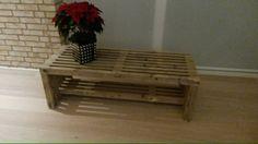 1. bord/bænk af stillads-traller. Interior, Diy Furniture, Pallet Coffee Table, Table, Home Decor, Interior Design, Coffee Table, Pallet Table