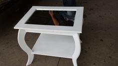 Esta mesa customizada com espelho foi a pedido do cliente.