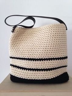 Discover thousands of images about Crochet bag Crochet Diy, Crochet Tote, Crochet Handbags, Crochet Purses, Crochet Designs, Crochet Patterns, Bead Embroidery Jewelry, Tapestry Crochet, Knitted Bags