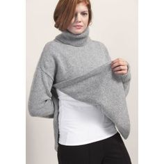 Snuggle up in this chunky knit sweater with its generous, high polo neck. There's room for growing bellies and easy nursing access through the slits in both sides. Made of warming recycled wool. Nursing Wear, Nursing Tops, Maternity Nursing, Maternity Tops, Polo Neck, Mom Style, Knitwear, What To Wear, Boobs
