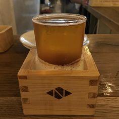 地ビールを注文したら升にグラスを入れて出てきました升が満タンになるまで注いでくれましたよニホンバシ ブルワリーさん開店一周年おめでとうございます #beer #craftbeer #nihombashi #tokyo