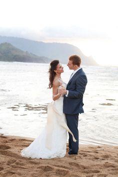 Kathryn & Keith. Photography: Penny Dinn.  See more of this gorgeous wedding: http://modernweddingshawaii.com/real-weddings-kathryn-keith/